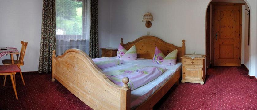 Hotel Alpina Shwendau, Mayrhofen, Austria - twin room.jpg